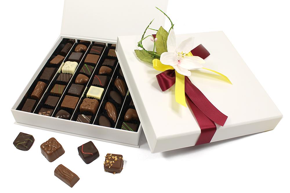 la boite de chocolats classique blanche 380gr bblc380 vente de drag es et de chocolats sur. Black Bedroom Furniture Sets. Home Design Ideas