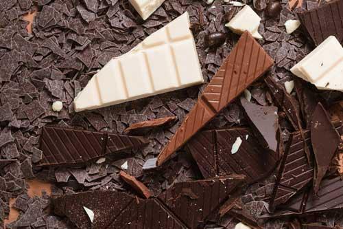 3 types de chocolat :noir, lait et blanc.