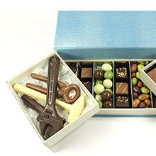 Le coffret dégustation boite à outils chocolat et gourmandises pour cadeau fête des pères