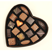 La boite coeur marron de chocolats pour cadeaux Saint Valentin