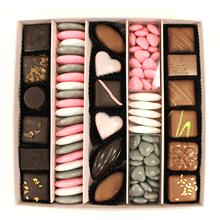 La grande boite chocolat dragées rose et grise motif chaton coeur pour St Valentin