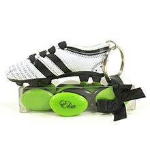 La boite à dragées chocolat et son porte clé chaussure de foot pour communion garçon