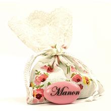 Le sac de dragées décoration fleur garni de dragées chocolat pour mariage, baptême ou communion