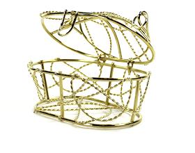 Le contenant à dragées corbeille dorée en métal à garnir - vendu vide