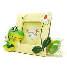 Le petit cadre photo crocodile et son étui à dragées chocolat cadeau de baptême parrain marraine