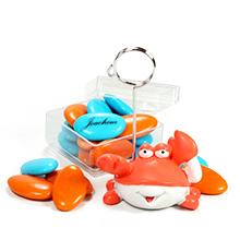 Le porte nom crabe et sa boite de dragées chocolat couleur pour décoration baptême ou mariage thème plage