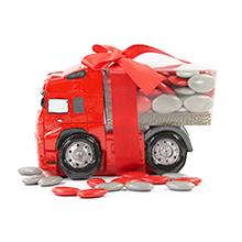 La tirelire camion rouge et ses dragées au chocolat pour mariage