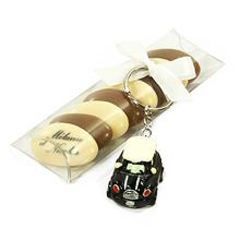 L'étui à dragées au chocolat et son porte clé voiture mini cooper