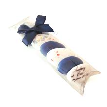Le petit étui garni de 7 dragées chocolat pour décoration de table mariage, baptême, communion ou anniversaire