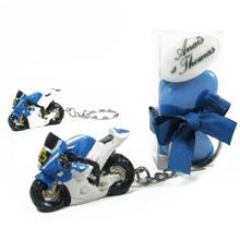 Le porte clé moto bleu et sa boite de dragées pour mariage