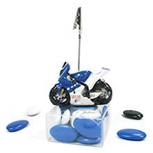 Le porte nom moto bleue et son contenant à dragées pour mariage