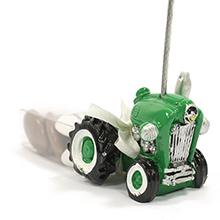 Le porte nom tracteur vert et sa boite de dragées pour mariage