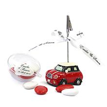 Le porte place voiture rouge et son contenant à dragées