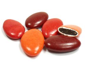 Les dragées au chocolat assortiment rouge rubis pour mariage baptême ou communion