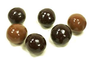 Les oeufs de Pâques croustillant saveur caramel de Cadeau et Chocolat pour cadeau