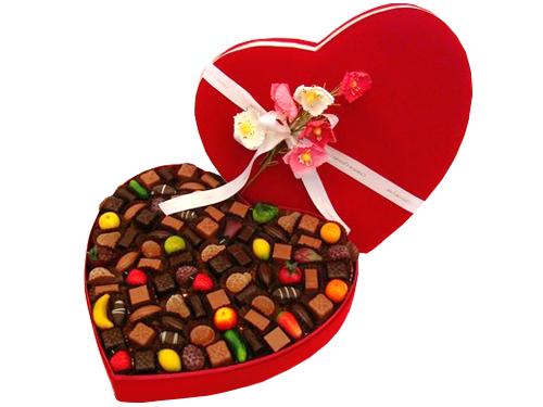 grande boite chocolat coeur velours rouge 2 kg. Black Bedroom Furniture Sets. Home Design Ideas